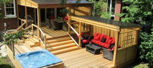 Deck with polycarbonate roof in montreal