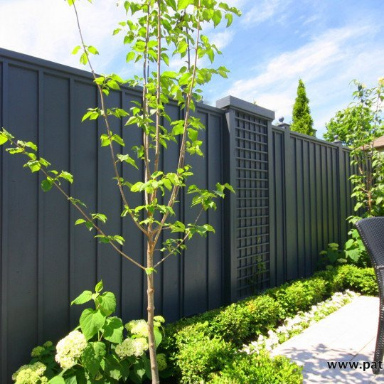 Vertical palisade fence with moldings Lo Papa