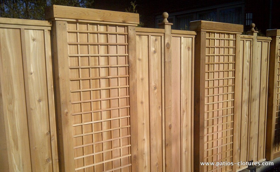 Vertical palisade fence with moldings Lo Papa - not stained