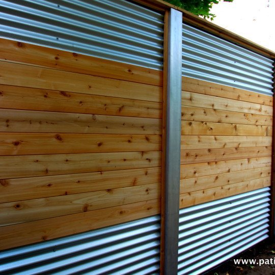 Hybrid fence with galvanized steel, aluminum and cedar Lecompte