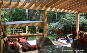 Dinning area covered with pergola with polycarbonate Proulx
