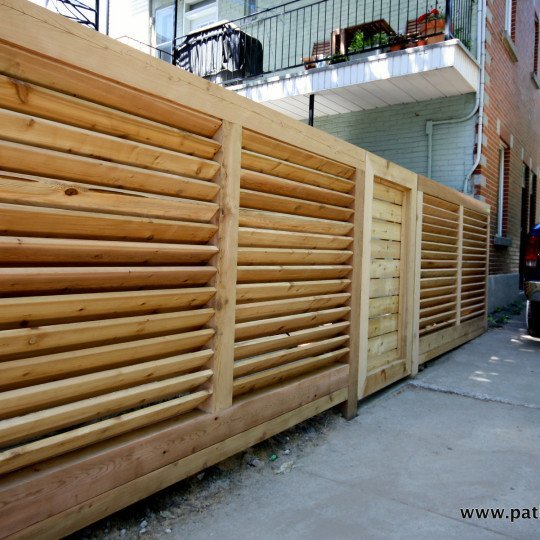 Robust horizontal louvered fence Lavoie and Doré