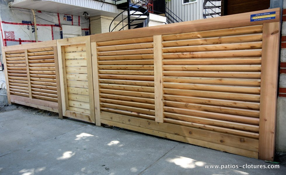 Robust horizontal louvered fence Lavoie and Doré 2