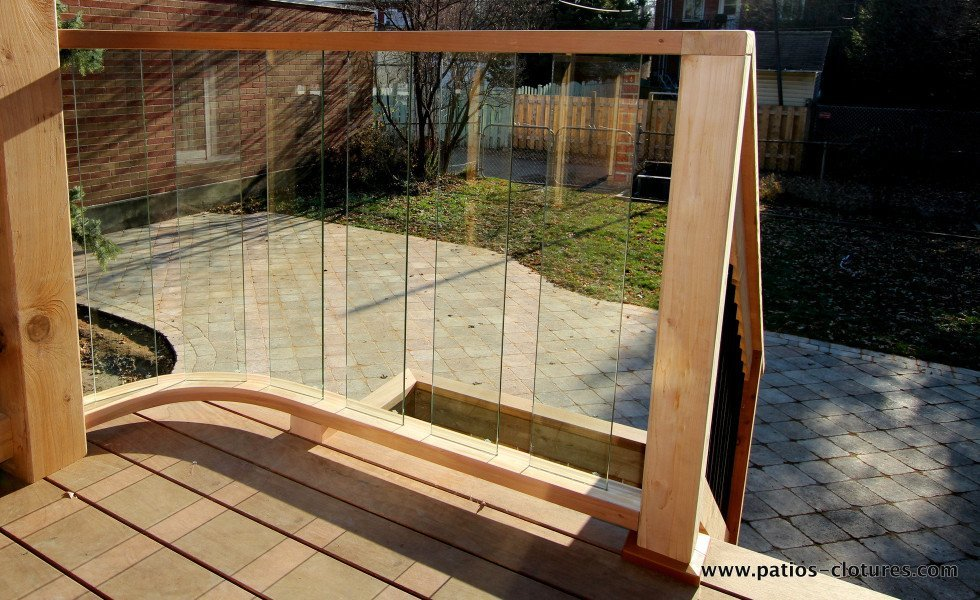 Deck with curved railing with tempered glass