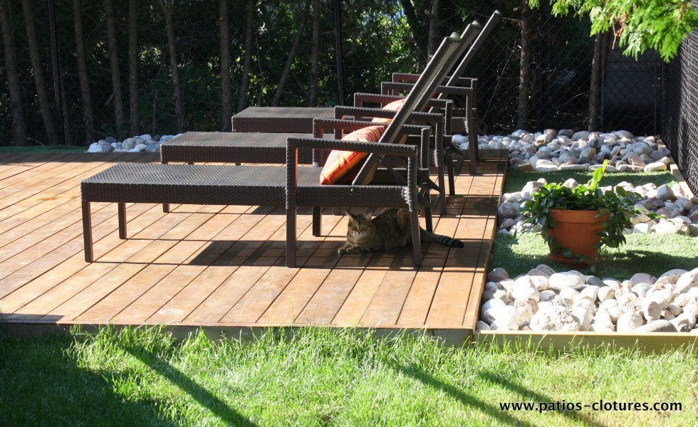 Long chair area on a wood deck Riachy