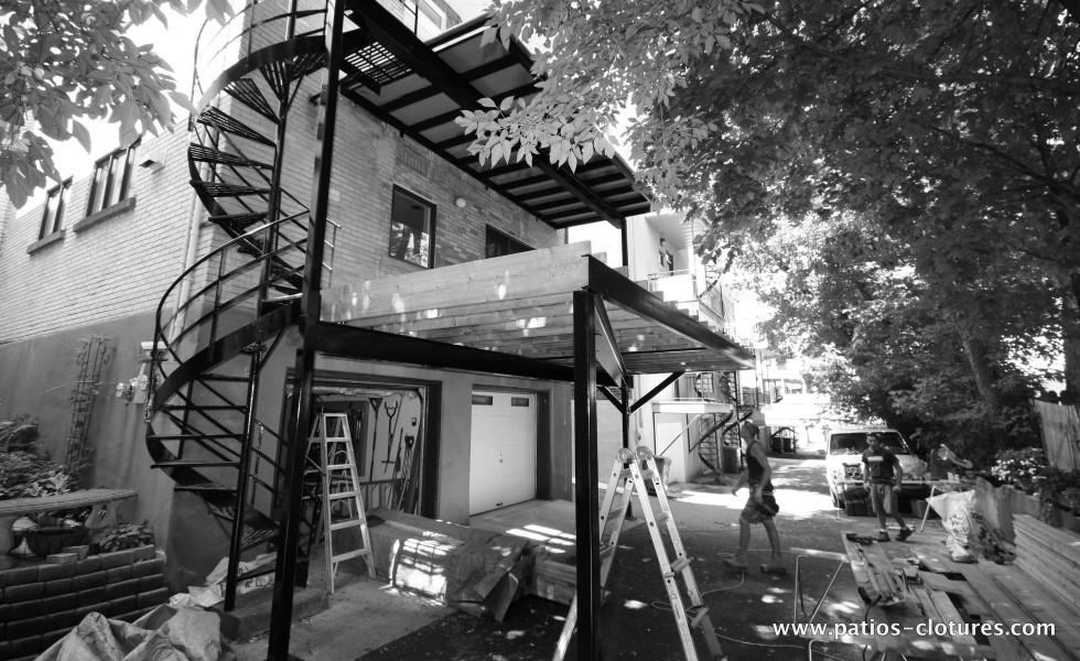 Construction patio deux étages avec structure en acier Kobelt