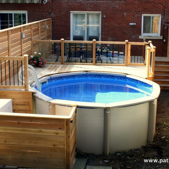 Patio en bois avec piscine hors terre modern patio outdoor for Plan pour deck de piscine