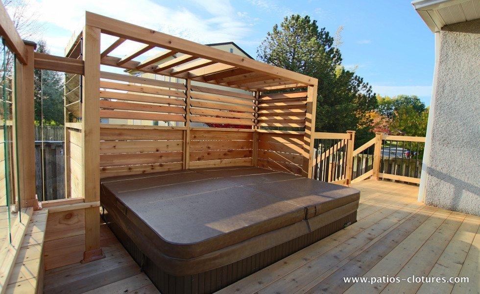 Patio en bois avec piscine hors terre modern patio outdoor for Cloture pour piscine hors terre