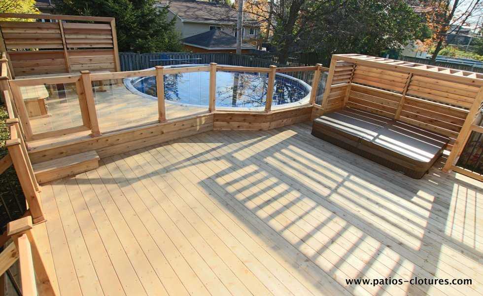 Deck brunelle patios et cl tures beaulieu for Barriere de piscine en verre