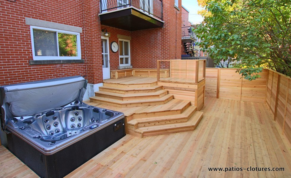 Deck with integrated hot tub Paquette