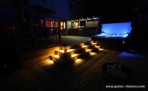 Lumières LED dans les contre-marches du patio avec spa Legault