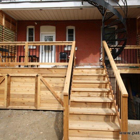 Balcon en cèdre à Montréal Dalpé
