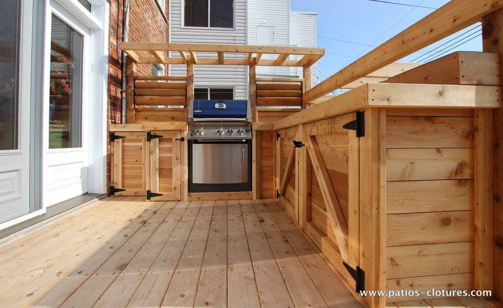 deck with outdoor kitchen Brouillette