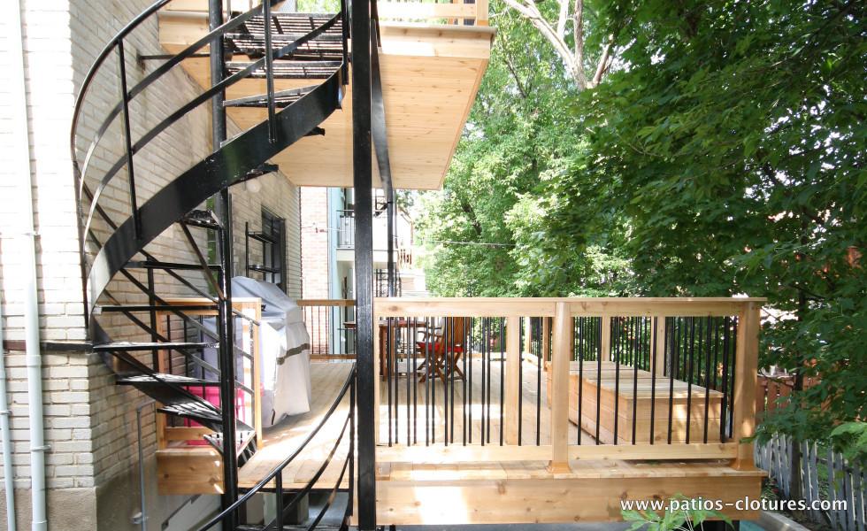 Premier étage patio deux étages avec structure d'acier Kobelt