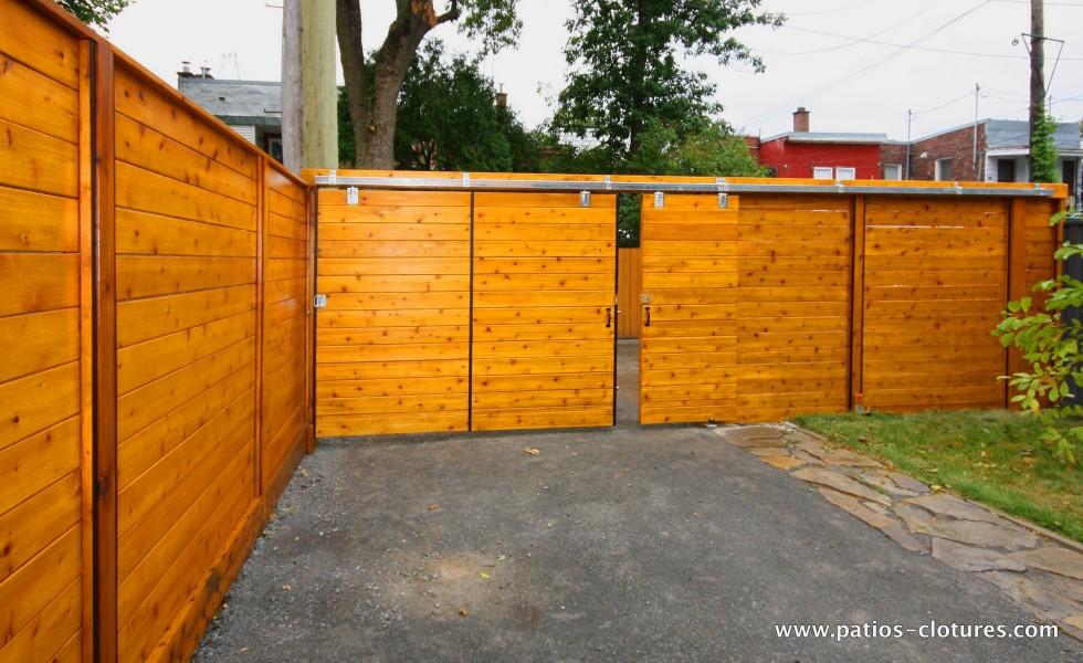 Porte coulissante avec petite porte coulissante intégrée ...