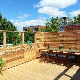 terrasse en bois sur le toit