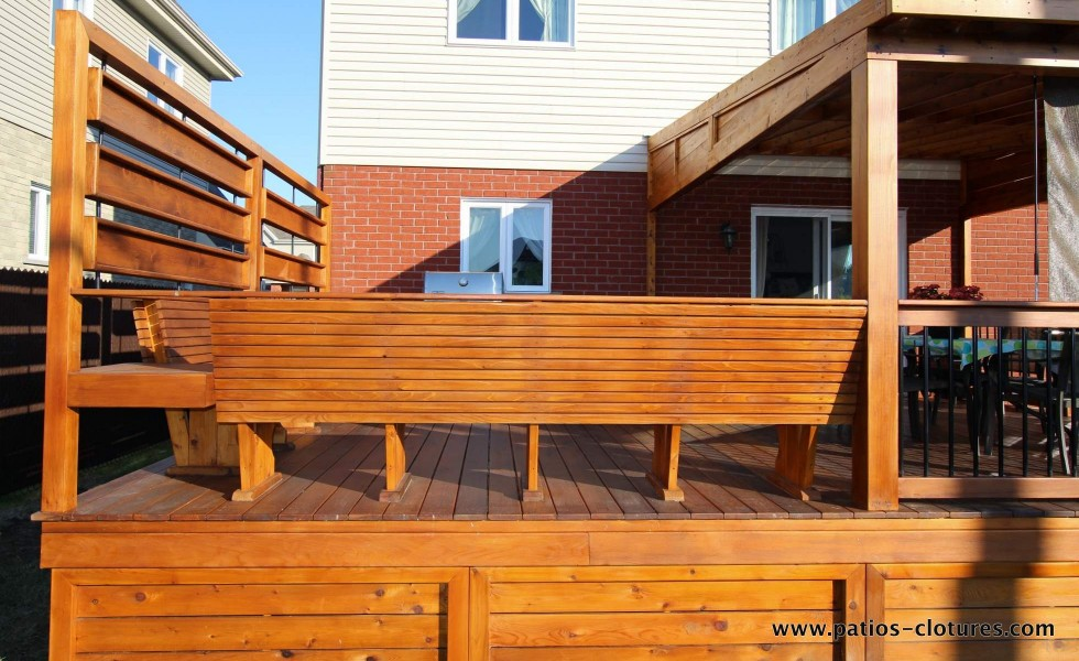 Behind the deck bench with horizontal lines