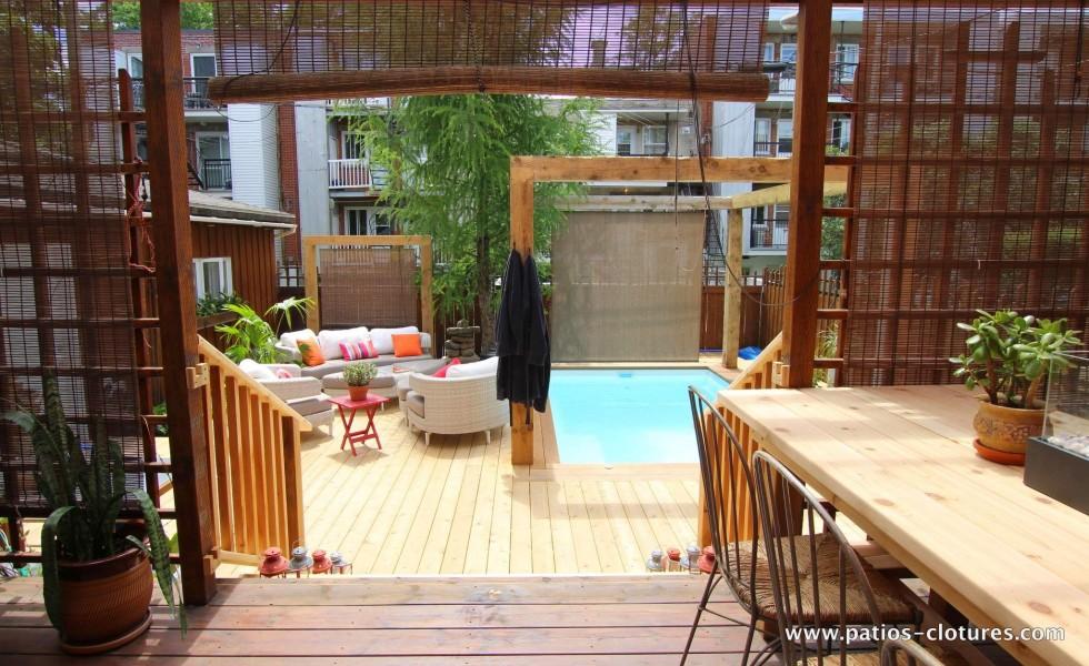 Vue du patio autour de la piscine creusée