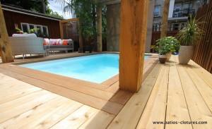 Bordure en bois ipé autour de la piscine creusée Fibro