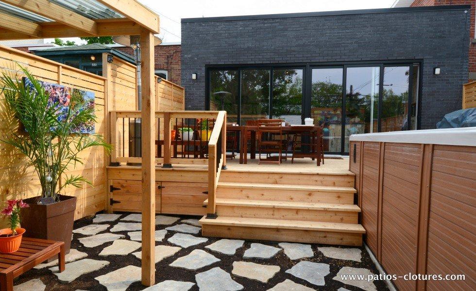 Espace repas pour 8 personnes sur un patio