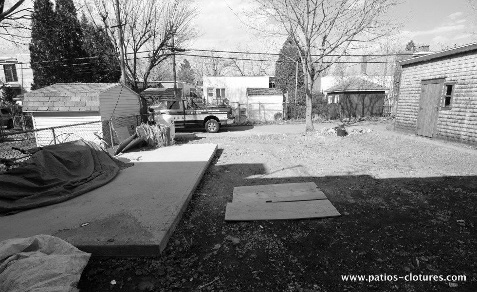 Vue de la cour avant l'installation du spa de nage 2