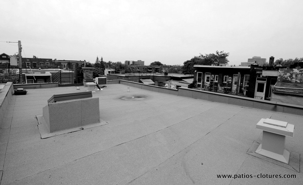 Roof before installing the steel beams for the rooftop terrace