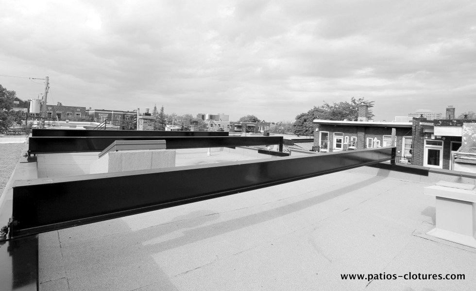 Steel beams to receive a rooftop terrace, Montreal