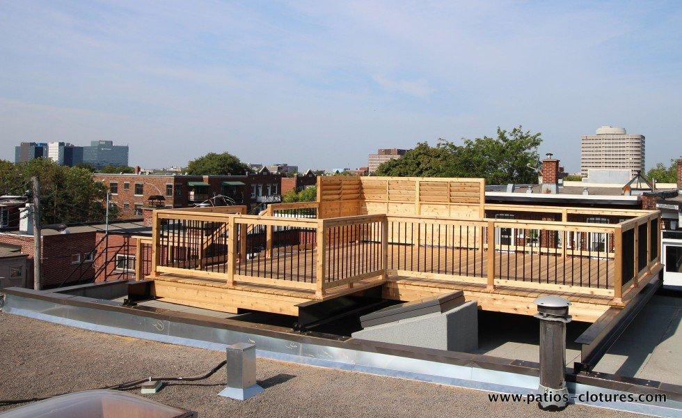 terrasse sur le toit avec poutres en acier durieux patios et cl tures beaulieu. Black Bedroom Furniture Sets. Home Design Ideas