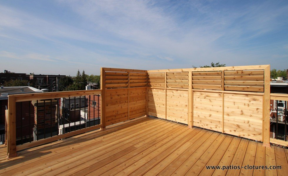 Privacy screen on a roof terrace in Montreal