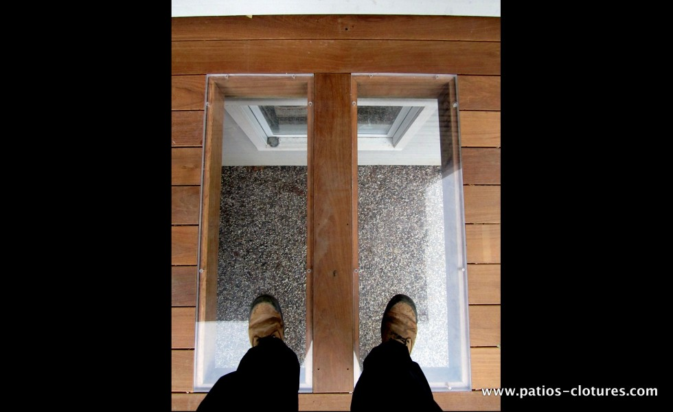 The plexiglass is very durable and its incorporation into the flooring of the deck is an ideal solution to allow light to reach the windows of the basement