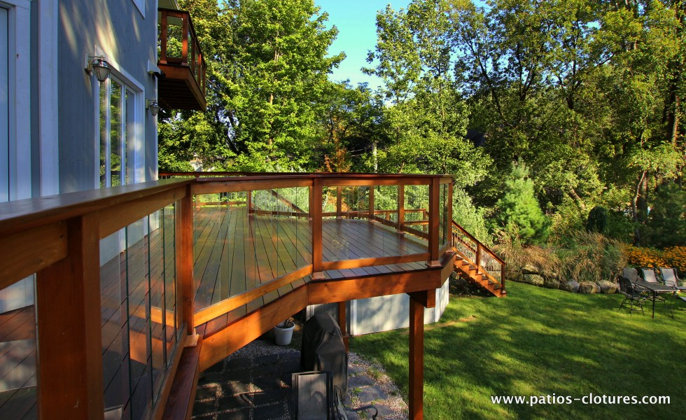 Red cedar railing with tempered glass panels on a balcony with Ipe decking