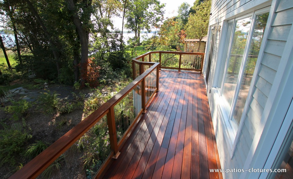 Balcony made with Ipe and red cedar railing with tempered glass