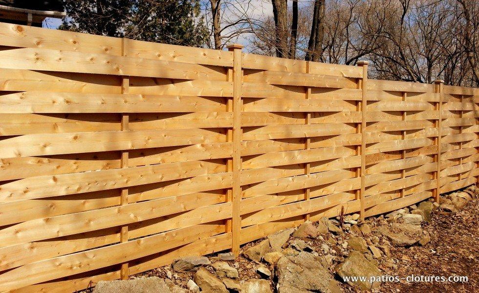 Clôture en bois de cèdre tressé