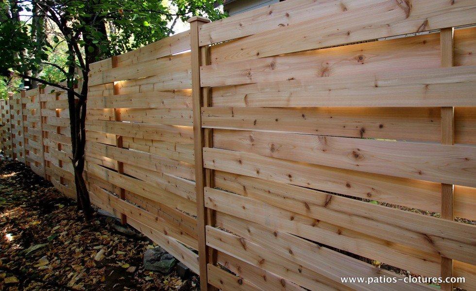 Clôture en bois avec texture. Le modèle de clôture tressé