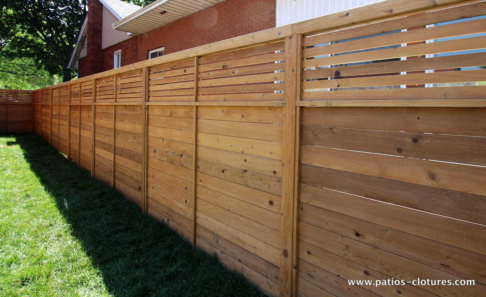 horizontal peek a boo fence patios et cl tures beaulieu. Black Bedroom Furniture Sets. Home Design Ideas