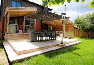 Parasol carré décentré et ancré au patio (projet Ayllon)
