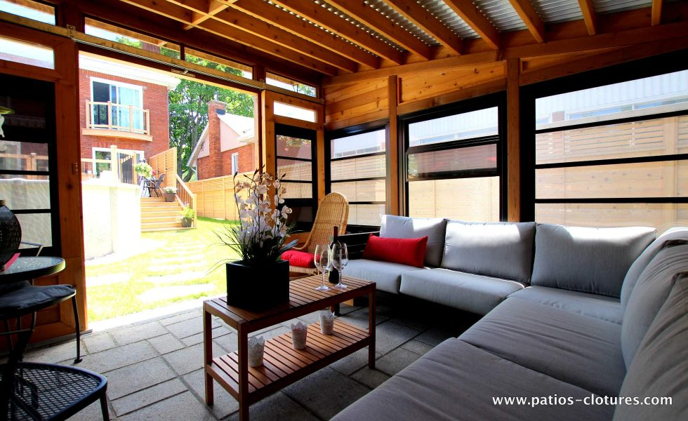 Gazébo lounge en cèdre avec toiture en acier galvanisé La France