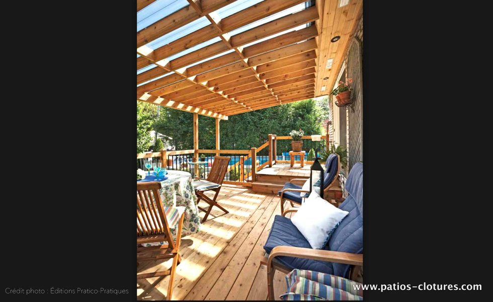 Intérieur du patio avec toiture en polycarbonate Doucet