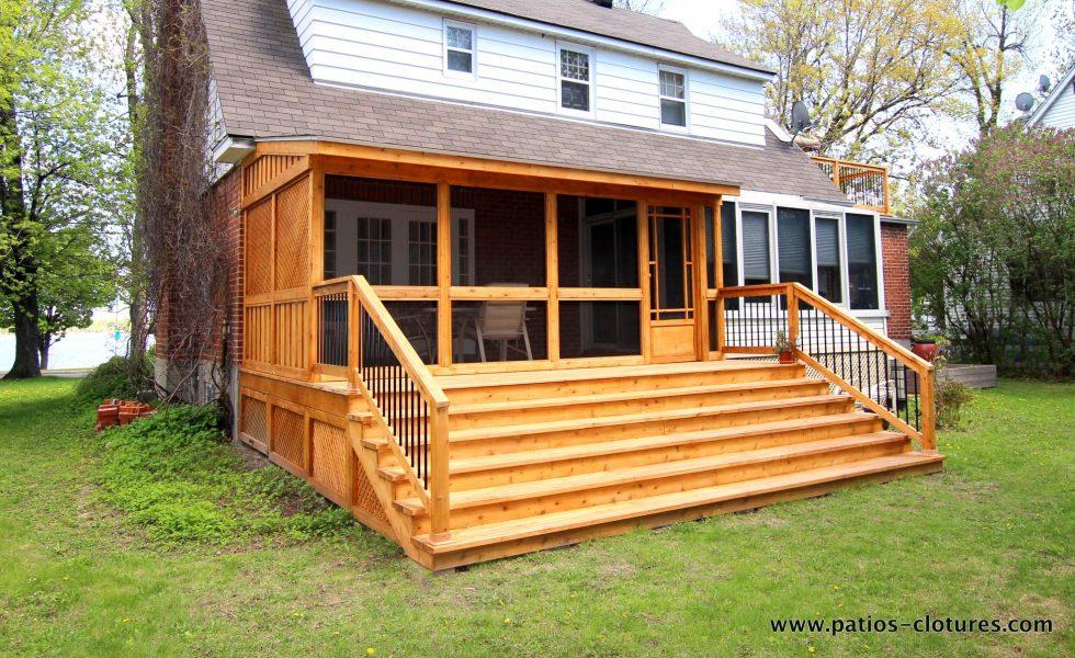 Cedar veranda with mosquito screen and asphalt shingle roof Côté