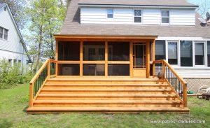 Cedar veranda with mosquito screen and asphalt shingle roof Côté - front view