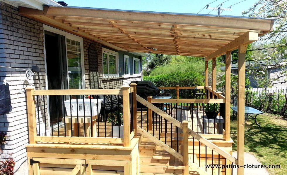 Patio avec toiture de polycarbonate - côté du toit