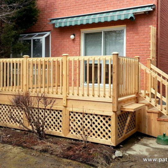 Stunning rampe en bois trait images for Plan de patio exterieur en bois