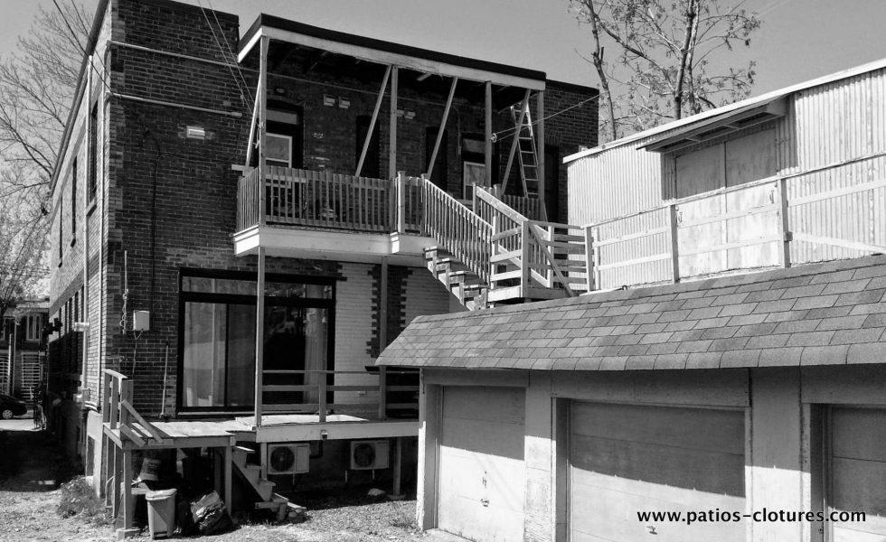 Avant la transformation de la cour du projet Rigal. Le garage triple prenait toute la place au centre de la cour.