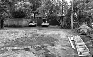 Before the transformation of the backyard of the Rigal project. Open backyard to the alley.