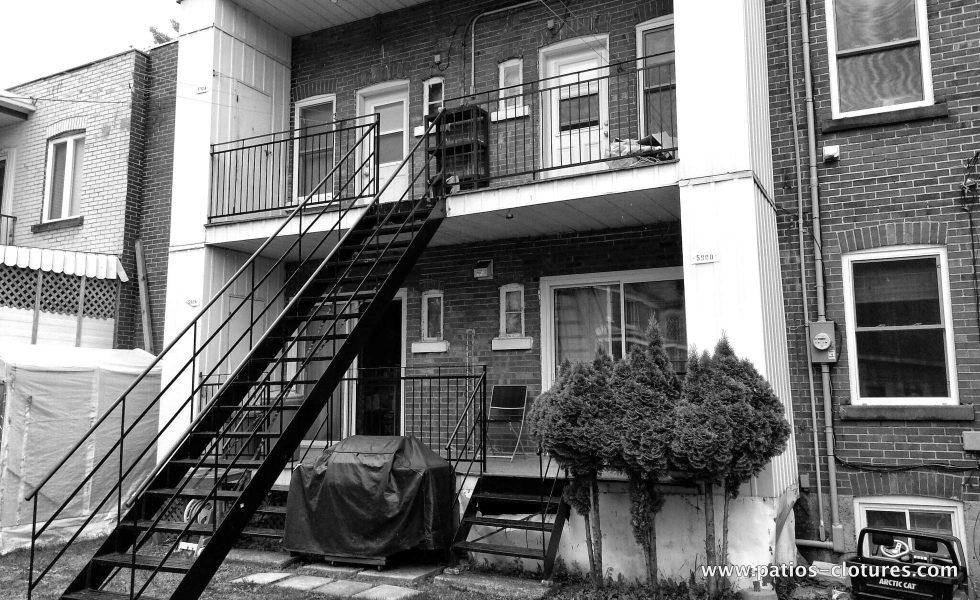 Avant le remplacement des balcons. Patio Gendron.