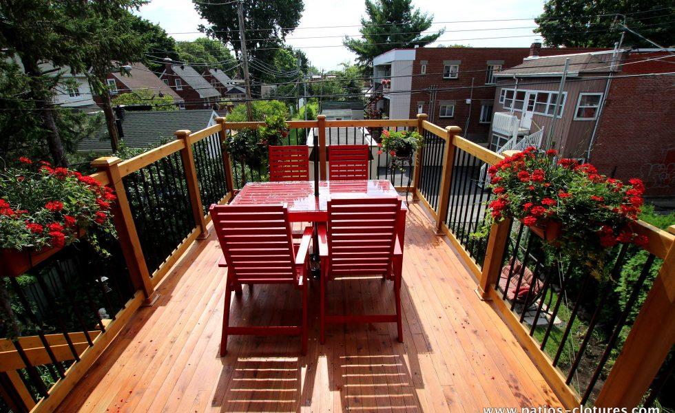 Niveau du haut du patio à deux étages Chartré.