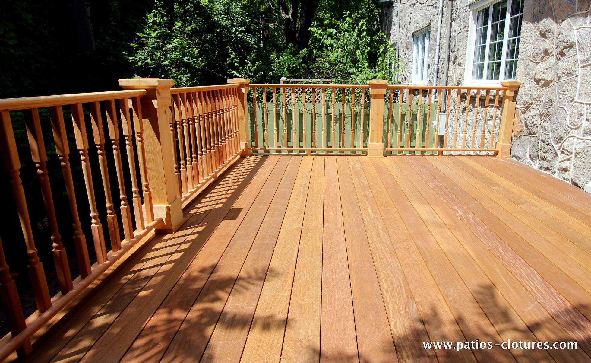 Deck with an Ipe wood floor and colonial style cedar railings. Patio Labadie.