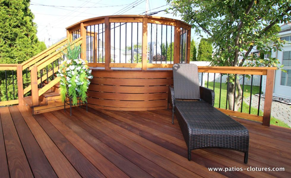 Curved pool deck