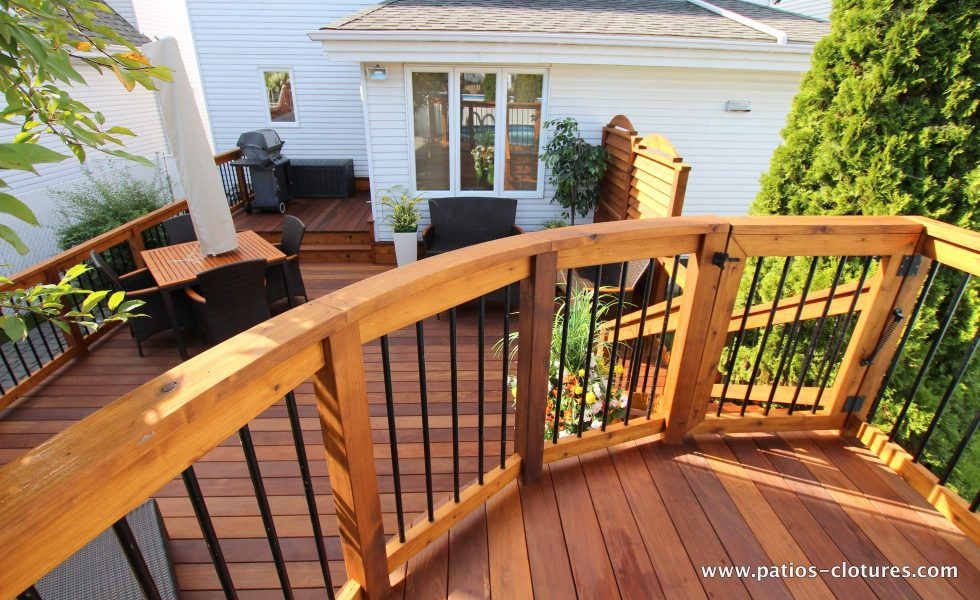 Curved deck railing