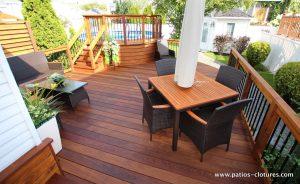 Vidéo du patio en ipé avec deck de piscine hors terre avec courbes